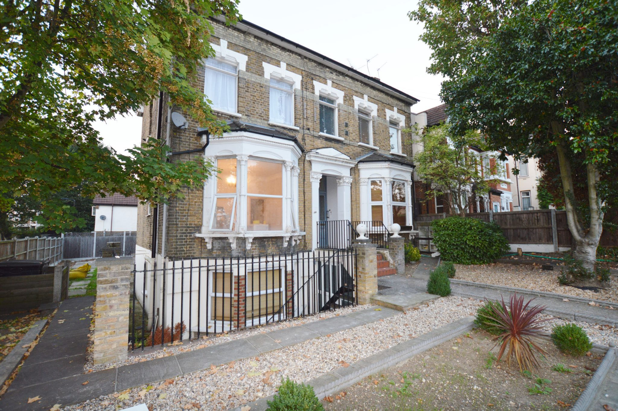 2 Bedroom Flat, Wallwood Road, Leytonstone, E11 1AN